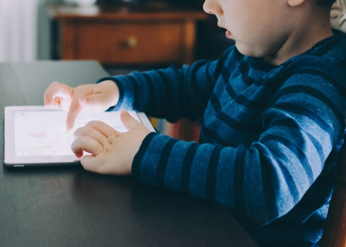 sedentary-youth-screen-time-child
